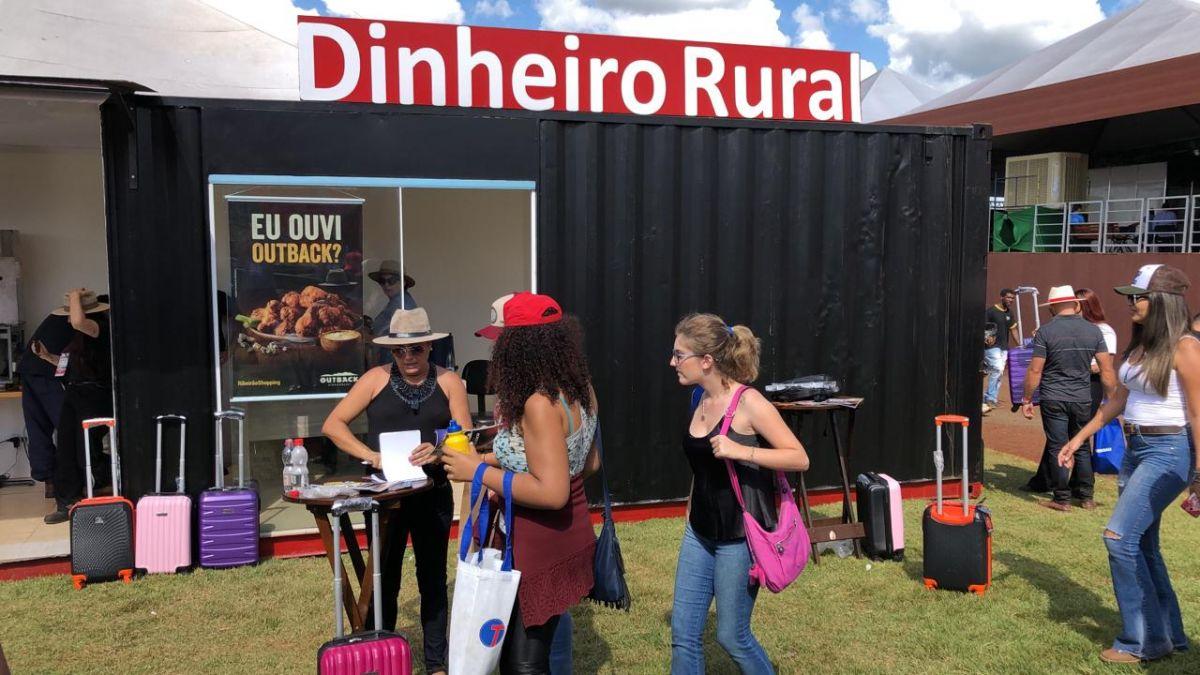 Container Stand / Estande / Plantão de Vendas para Feiras de exposições e eventos AGRISHOW 2019  Revista Isto É