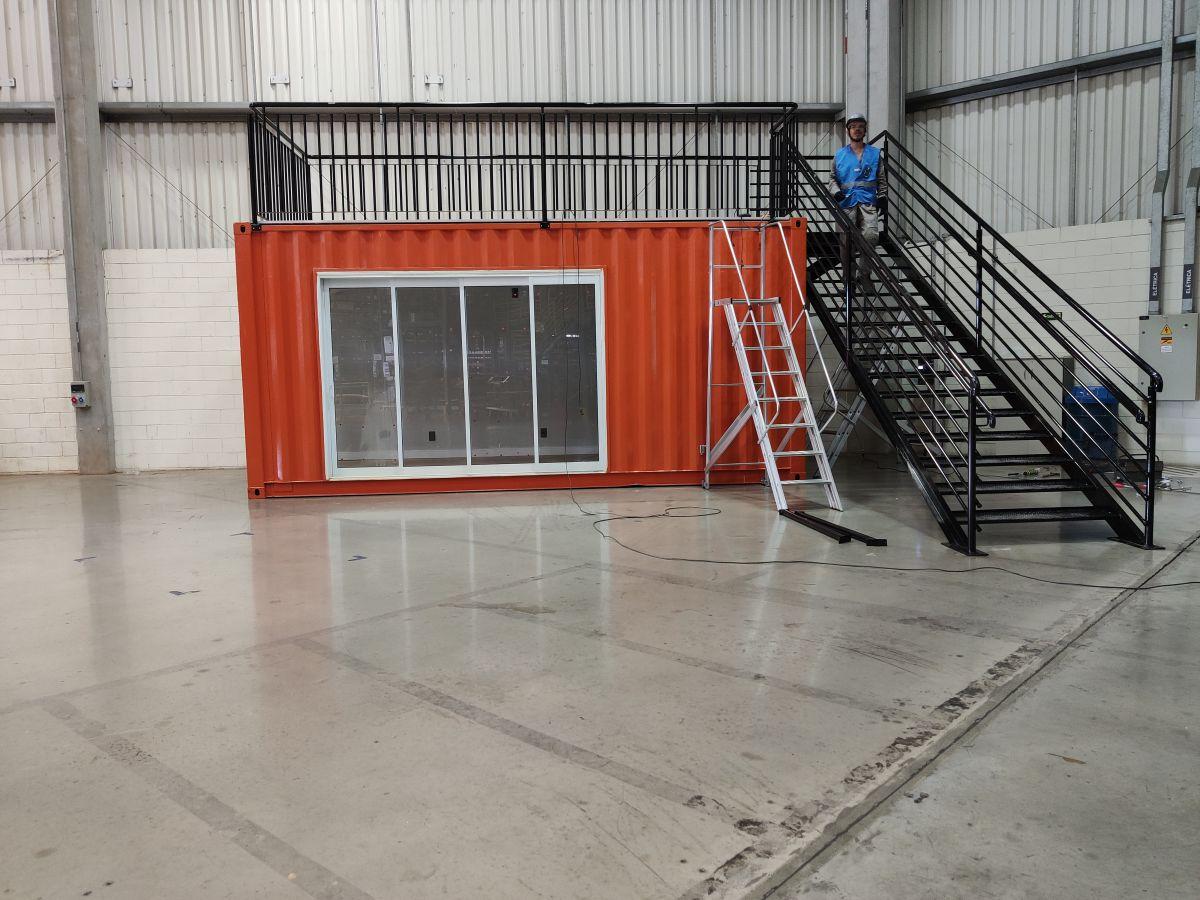 Container escritório , sala de reunião Stand de Vendas SCANIA ( 2 andares )